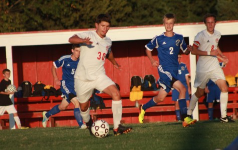 Boys soccer are defeated by Hutchinson 3-2