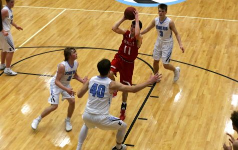 Boys basketball loses to Eisenhower in sub-state finals