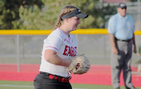 Softball keeps winning streak after double header on Friday