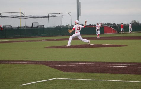 Baseball splits a doubleheader with Salina South