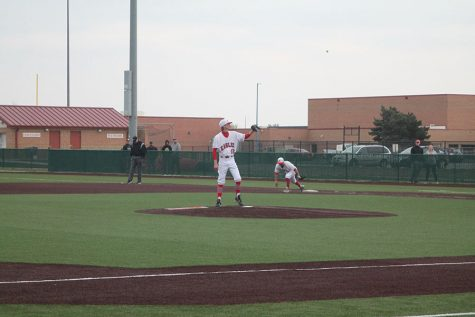 Baseball defeats Kapaun and falls to Blue Valley West