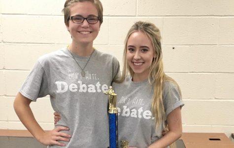 Debaters Break Octofinals at State Tournament