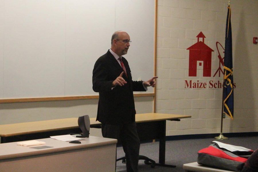 Mayor Jeff Longwell speaks to students