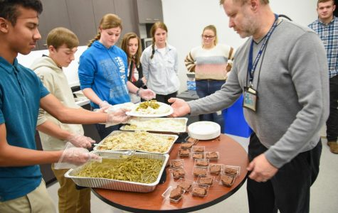 Doing a good deed: Students feed airport workers who aren't getting paid