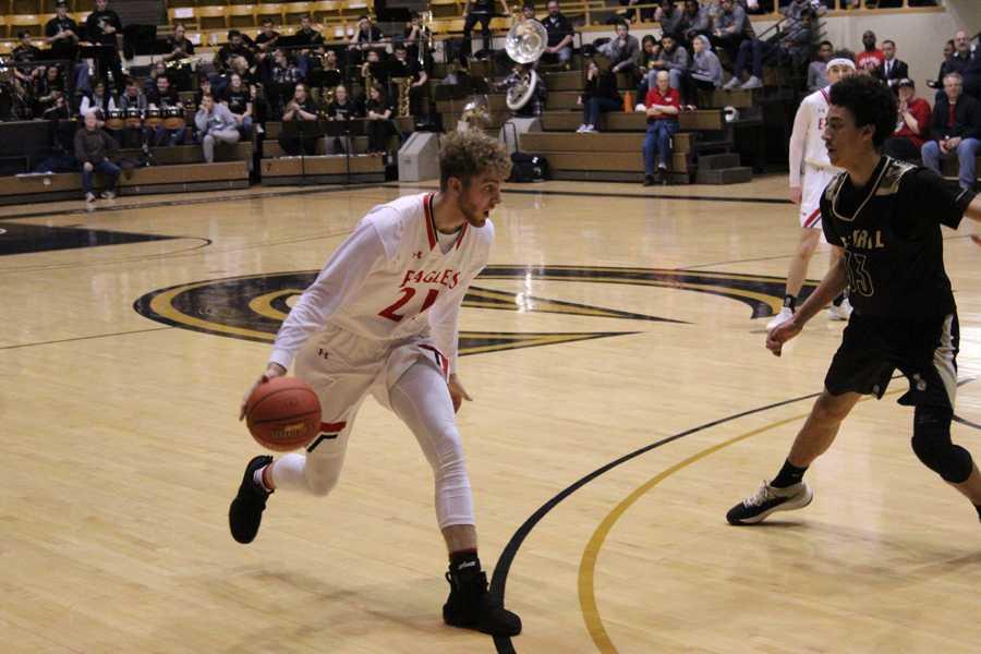 Devon+Koehn+dribbles+the+ball+across+the+court.