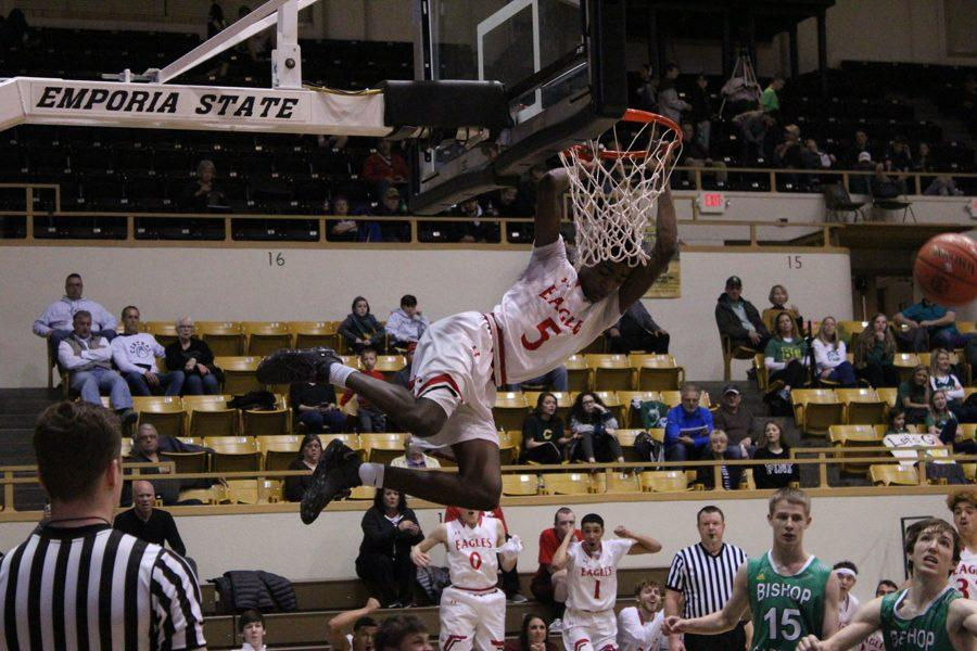 Jacob Hanna attempts a dunk late in the 4th quarter.