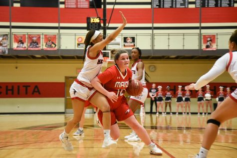 Maize girls basketball defeats Eisenhower
