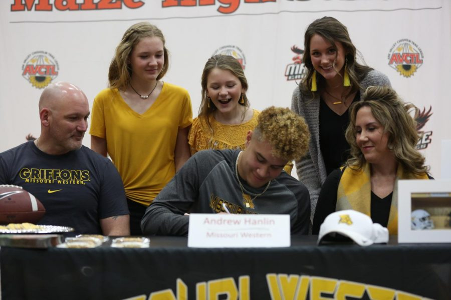 Senior Andrew Hanlin signs to Missouri Western State University to continue football.