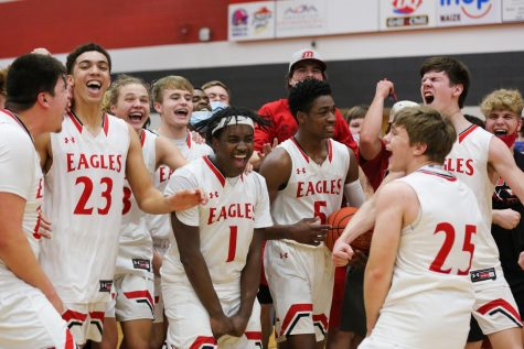 Slideshow: Boys basketball advances to state semis