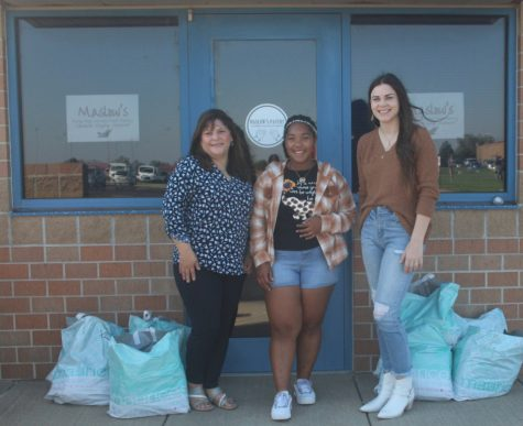 Kira McGrown, Sherry Pfeifer, and Maurices worker Kallie McCue carried the donated jeans to Maslow´s Pantry.